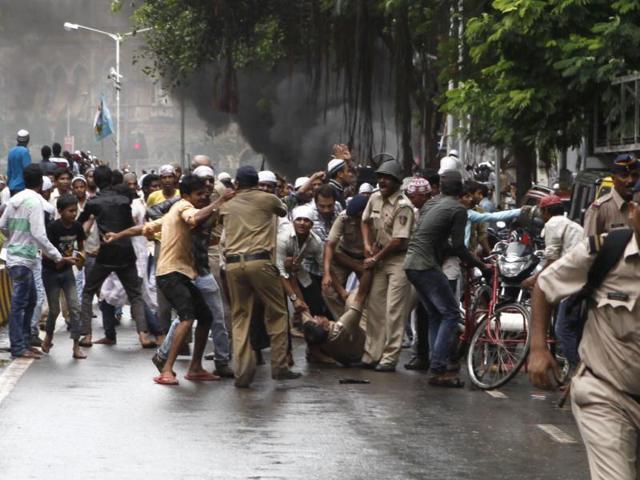 Nagpur,mob,stone pelting