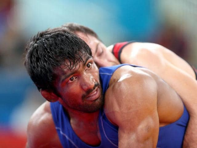 Bulgaria-s-Anatolie-Ilarionovitch-Guidea-R-wrestles-India-s-Yogeshwar-Dutt-in-their-Men-s-60kg-Freestyle-qualification-match-during-the-wrestling-event-of-the-London-2012-Olympic-Games-AFP-Marwan-Naamani