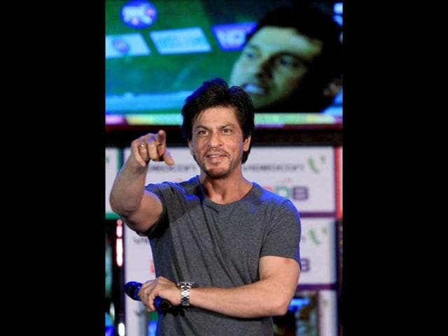 SRK-interacts-with-the-media-and-fans-at-the-partnership-event-between-Videocon-and-Digital-Direct-Broadcast-in-Mumbai