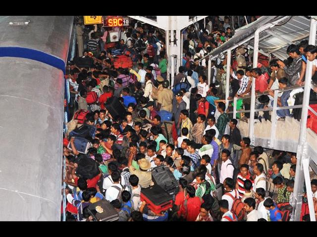 Northeast-people-being-controlled-by-police-at-Bangalore-city-railway-station-Photo-by-special-arrangement