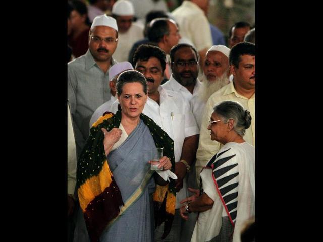 Sonia meets Sushma over Parliament logjam