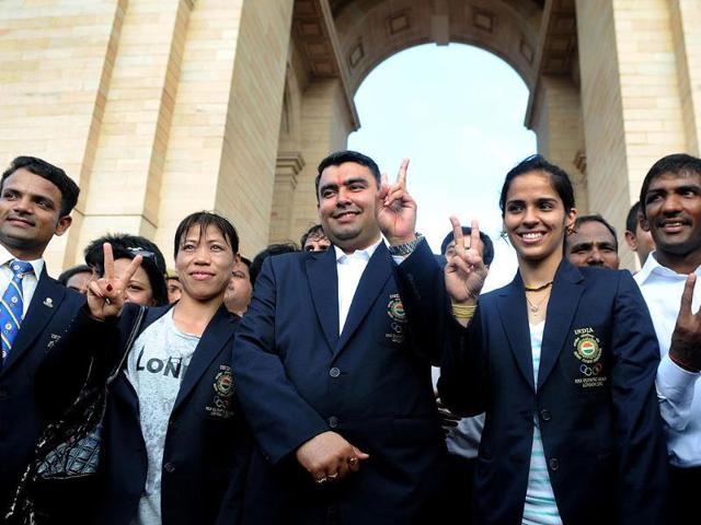 London-Olympics-2012-medal-winners-shooter-Vijay-Kumar-boxer-Mary-Kom-shooter-Gagan-Narang-badminton-player-Saina-Nehwal-wrestler-Yogeshwar-Dutt-and-wrestler-Sushil-Kumar-pose-for-photographers-at-India-Gate-following-a-felicitation-ceremony-in-New-Delhi-UNI