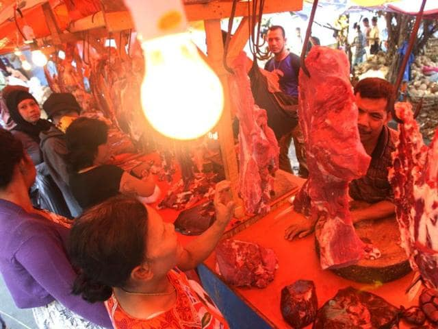 Indonesian-women-buy-meat-in-preparation-for-Eid-ul-Fitr-holiday-at-a-market-in-Jakarta-Indonesia-AP-Achmad-Ibrahim