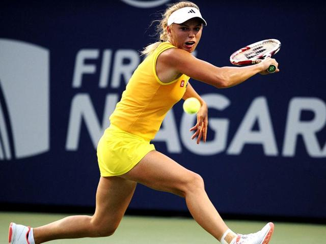 Caroline-Wozniacki-of-Denmark-returns-to-Ekaterina-Makarova-of-Russia-during-their-opening-round-match-at-the-New-Haven-Open-tennis-tournament-in-New-Haven-Connecticut-AP-Photo-The-Connecticut-Post-Brian-A-Pounds