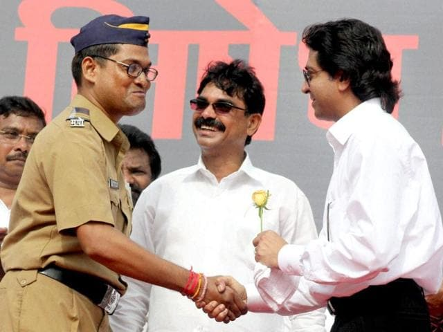 Police-constable-Pramod-Tawade-offers-a-rose-to-MNS-chief-Raj-Thackeray-after-the-party-supporters-march-from-Girgaum-Chowpatty-to-Azad-Maidan-in-Mumbai-to-protest-the-violence-that-took-place-in-the-Maidan-on-August-11-PTI-Photo