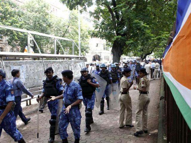 Suspected MNS workers ransack theatre screening Bhojpuri film