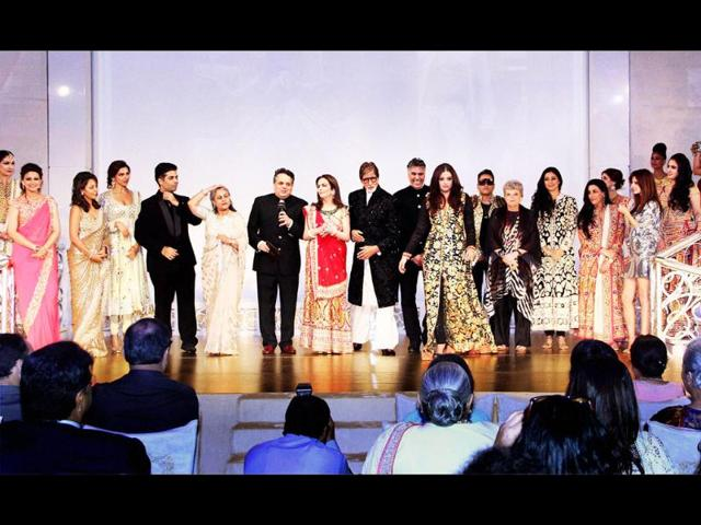 Actor-Aishwarya-Rai-Bachchan-was-seen-at-Mukesh-Ambani-s-party-in-Mumbai-on-Saturday-night-The-bash-which-saw-biggies-from-Bollywood-and-politics-was-held-in-honour-of-designers-Abu-Jani-and-Sandeep-Khosla