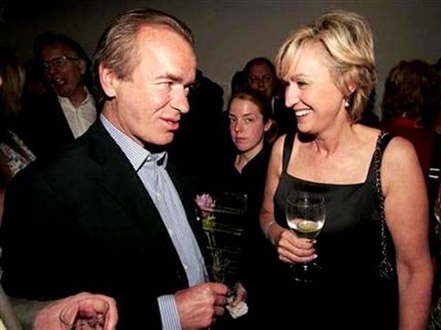 Novelist-Martin-Amis-L-talks-to-Tina-Brown-at-the-launch-of-Brown-s-book-The-Diana-Chronicles-Credit-Reuters-Paul-Hackett