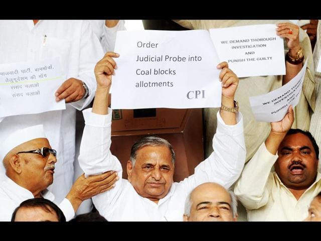 Samajwadi-Party-President-Mulayam-Singh-Yadav-C-MPs-from-TDP-and-Left-parties-during-a-sit-in-demonstration-at-the-main-gate-of-Parliament-in-New-Delhi-AFP-Photo-Raveendran-AFP-Raveendran