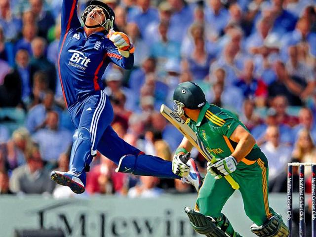 England-s-Craig-Kieswetter-attempts-to-catch-the-ball-hit-by-South-Africa-s-Dean-Elgar-in-green-during-the-third-ODI-on-Friday-Reuters-Photo