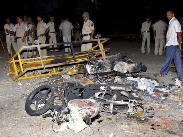 Torched-vehicles-in-east-Delhi-s-Mayur-Vihar-Phase-III-after-a-mob-went-on-the-rampage-HT-Vipin-Kumar