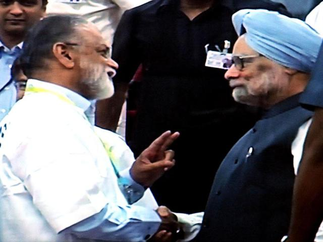 ISRO-chairman-K-Radhakrishnan-speaking-with-Prime-Minister-Manmohan-Singh-after-successfull-launch-of--PSLV-C21-at-the-Satish-Dhawan-Space-Centre-in-Sriharikota