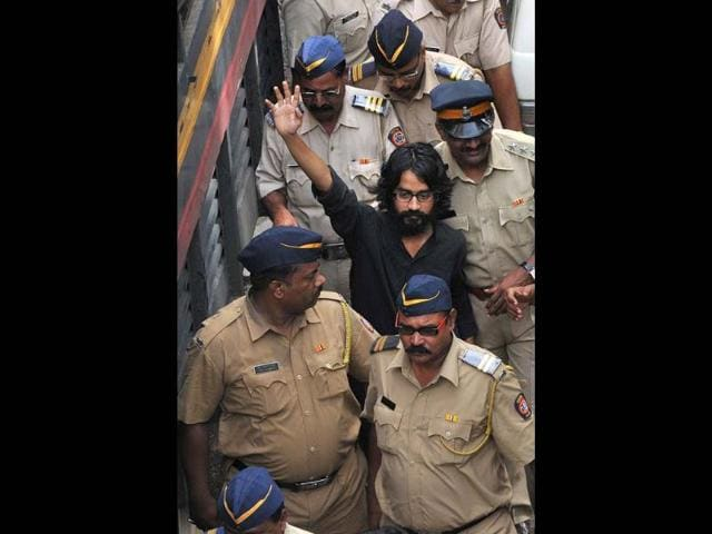 Cartoonist-Aseem-Trivedi-who-has-been-arrested-on-sedition-charges-is-produced-at-the-Metropolitan-Magistrate-court-in-Mumbai-AFP-Photo