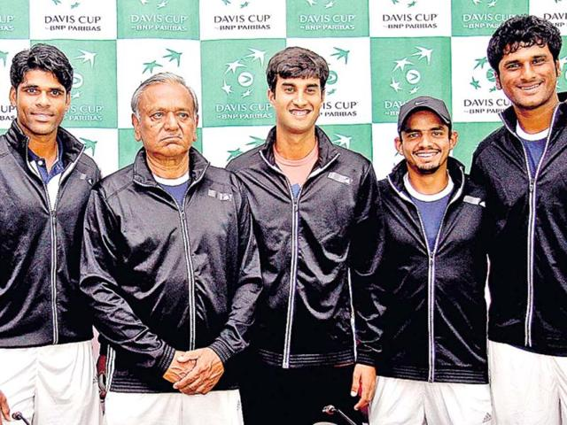 The-young-Indian-Davis-Cup-team-with-non-playing-captain-SP-Misra-centre-poses-for-the-camera-HT-Gurpreet-Singh