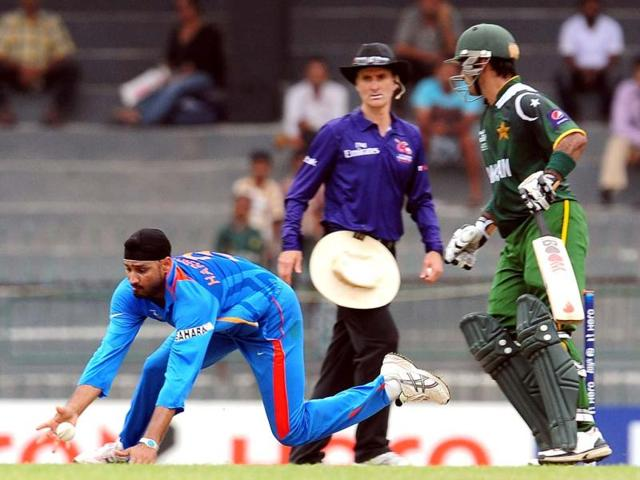 Harbhajan-Singh-dives-as-he-attempts-to-field-a-ball-hit-by-Pakistan-s-Kamran-Akmal-as-Pakistan-captain-Mohammad-Hafeez-looks-on-during-the-World-T20-warm-up-match-between-India-and-Pakistan-in-Colombo-AFP-Lakruwan-Wanniarachchi