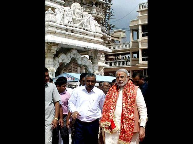Gujarat-chief-minister-Narendra-Modi-addresses-the-public-during-his-Vivekananda-Yuva-Vikas-Yatra-at-Tarnetar-Fair-in-Surendranagar-district-PTI