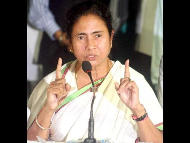 Trinamool-Congress-chief-and-West-Bengal-chief-minister-Mamata-Banerjee-at-a-press-conference-announcing-withdrawal-of-support-from-UPA-II-goverment-in-Kolkata-UNI
