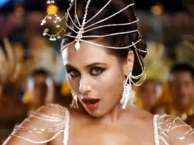 Rani-Mukerji-s-loud-look-from-the-movie-Aiyyaa-reminds-us-of-Vidya-Balan-in-Dirty-Picture