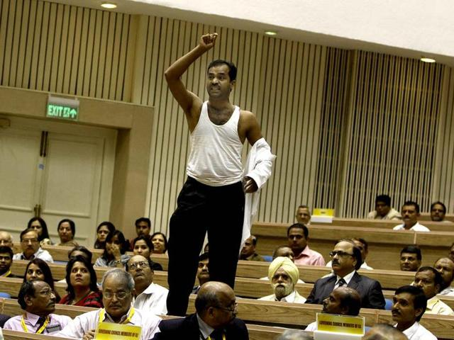 A-protester-raising-slogans-against-FDI-and-disrupting-Prime-Minister-s-meeting-and-his-speech-at-a-conference-on-Economic-Growth-in-Asia-and-Changes-of-Corporate-Environment-organised-by-Indian-Law-Institute-at-Vigyan-Bhawan-in-New-Delhi-Photo-By-Sonu-Mehta-Hindustan-Times