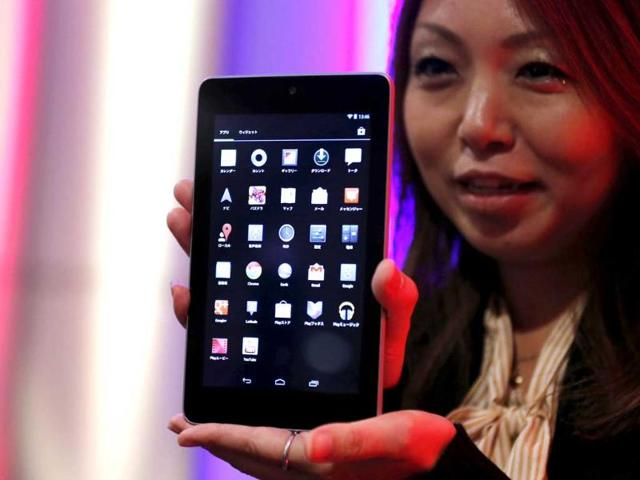 A-woman-shows-Nexus-7-tablet-at-a-promotional-event-in-Tokyo-Reuters-Kim-Kyung-Hoon