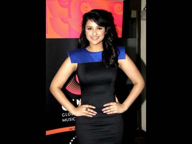 Parineeti-Chopra-looks-resplendent-in-black-and-blue