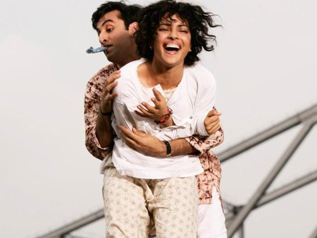 Ranbir-Kapoor-and-Priyanka-Chopra-in-a-wedding-sequence-from-Barfi