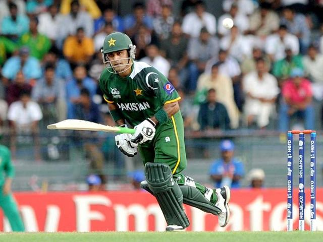 Hafeez thrashes South African bowlers