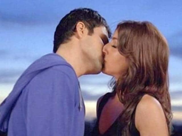 Soha Ali Khan shared steamy love scenes with smooch king Emraan Hashmi.