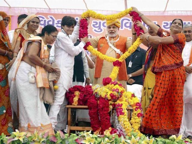 Gujarat-chief-minister-Narendra-Modi-being-garlanded-during-his-Swami-Vivekananda-Yuva-Vikas-Yatra-in-Limdi-Dohad-PTI