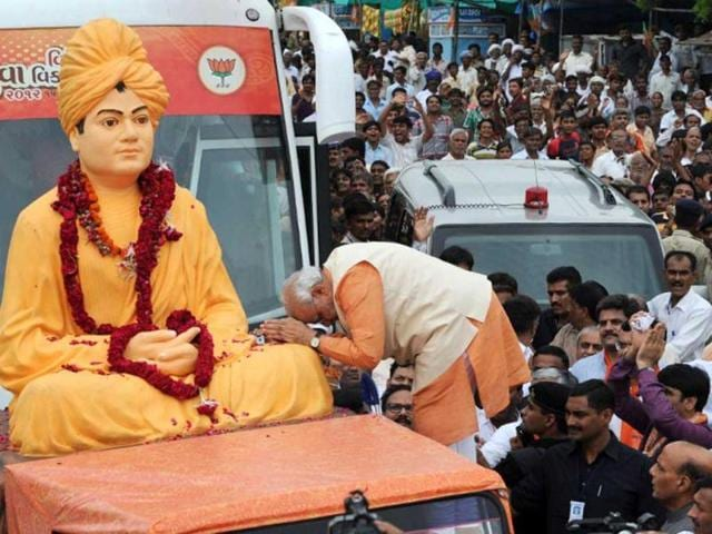 Gujarat-state-chief-minister-Narendra-Modi-takes-blessings-from-the-statue-of-Swami-Vivekanand-as-he-kicks-off-his-month-long-Vivekanand-Yuva-Vikas-Yatra-at-Becharaji-town-some-110-kms-from-Ahmedabad-AFP-Sam-Panthaky