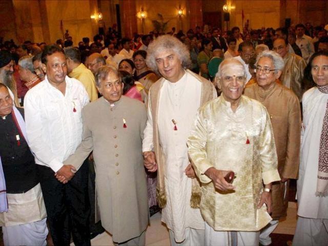 Recipients-of-Sangeet-Natak-Akademi-fellowship-Sarod-maestro-Amjad-Ali-Khan-Santoor-exponent-Pandit-Shiv-Kumar-Sharma-and-Mridangam-player-Umayalpuram-Kasiviswanatha-Sivaraman-during-the-Sangeet-Natak-Akademi-Awards-2011-function-at-Rashtrapati-Bhavan-in-New-Delhi-PTI-Photo-by-Subhav-Shukla