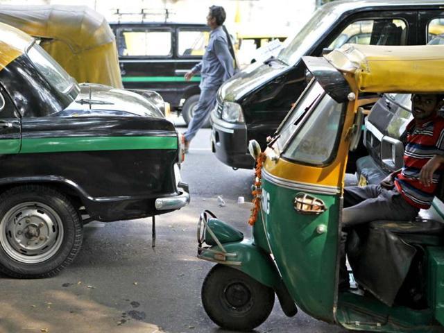auto-rickshaws,Indore,traffic