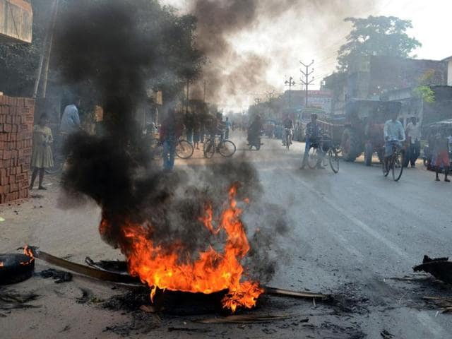 Demonstration-against-the-firing-in-Madhubani-and-demanding-dismissal-of-Nitish-s-government-during-opposition-called-Bihar-bandh-in-Patna-HT-Photo-Santosh