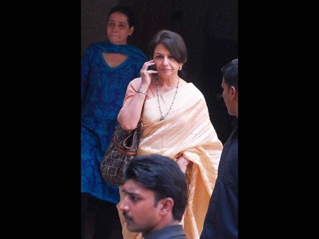 Sharmila-Tagore-at-Saif-s-Bandra-residence-during-Saif-Kareena-s-marriage-registration-HT-Photo-Prodip-Guha