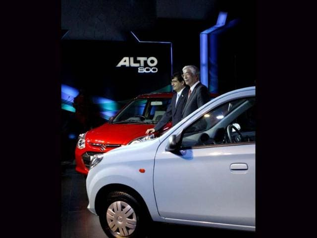Shinzo Nakanishi (L), Managing Director and CEO of Maruti Suzuki India with Mayank Pareek (2ndL), Executive Officer, Marketing and Sales, Maruti Suzuki India, addressing the press during the launch of the company's new 'Alto 800' in New Delhi. (Photo by Sunil Saxena / Hindustan Times)