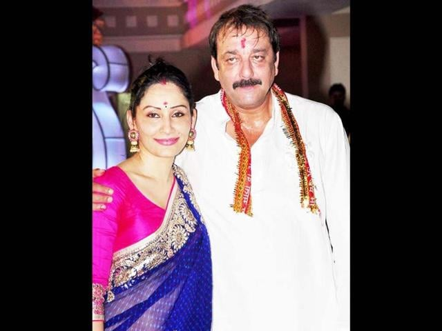Manyata-and-Sanjay-Dutt-pose-for-the-photogs