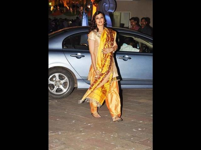 Sonali-Bendre-looks-stunning-as-ever-in-a-yellow-suit