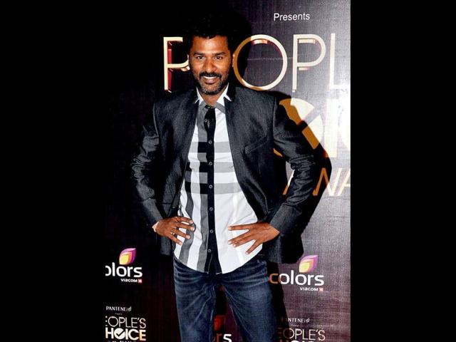Prabhudeva-in-action-at-the-at-the-red-carpet-of-the-People-s-Choice-awards