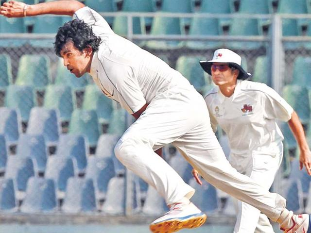 Zaheer-Khan-may-have-looked-a-little-jaded-on-Saturday-but-he-has-the-ability-to-analyse-his-game-quickly-and-look-a-completely-different-bowler-when-he-comes-on-to-bowl-the-next-time-HT-Vijayanand-Gupta
