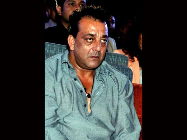 Sanjay Dutt offers to do clerical work in jail