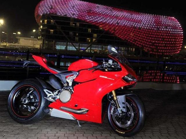 A first impression of the lightning fast Ducati 1199 Panigale, a bike that makes no bones it aims to usurp the supersports segment crown.