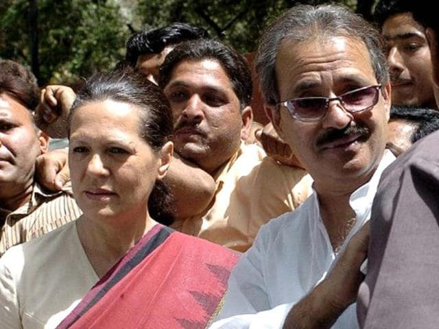 Congress-president-Sonia-Gandhi-and-Muslim-leader-Rashid-Alvi-walks-out-of-Sonia-s-residence-after-a-meeting-in-New-Delhi-AFP-photo