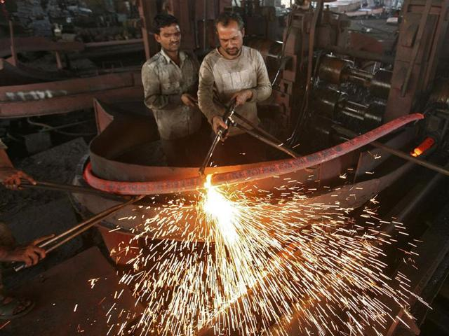 Less hiring, more firing likely for auto sector in 2013