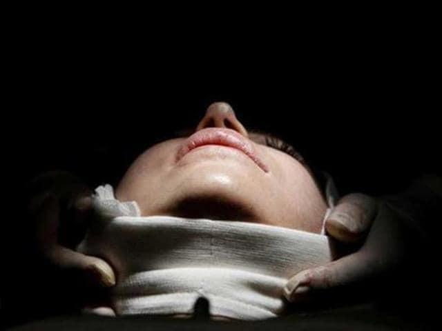 plastic surgery,demonstrate,life