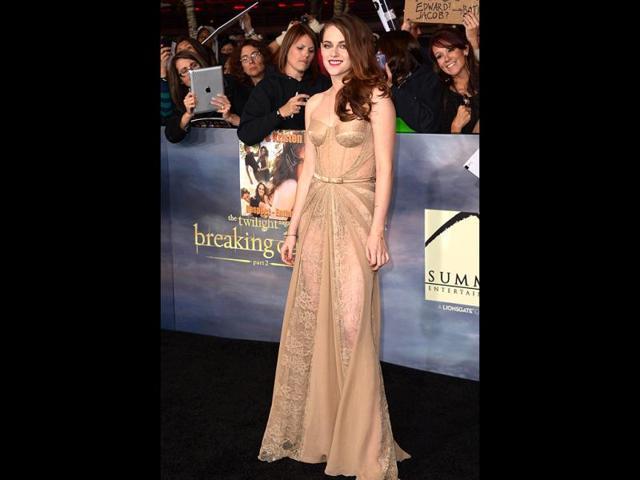 Kristen-Stewart-at-Breaking-Dawn-2-premiere