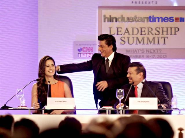 Bollywood actor Shah Rukh Khan and actress Katrina Kaif converse with Vir Sanghvi during the first day of the Hindustan Times Leadership Summit in New Delhi. HT/Jasjeet Plaha