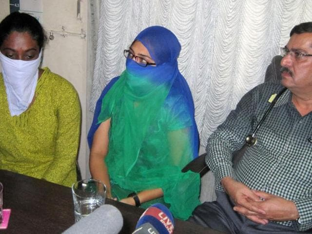 Shaheen-Dhadha-center-and-Renu-Shrinivasan-arrested-for-their-Facebook-posts-speak-to-the-media-next-to-Shaheen-s-uncle-Abdul-Gafar-Dhada-in-Mumbai-AP-photo