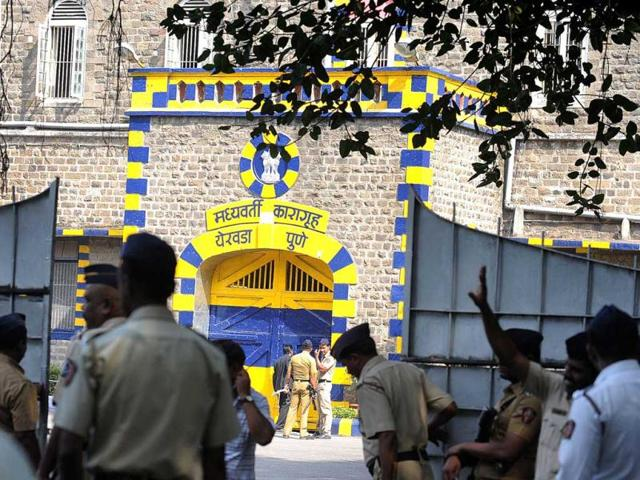 Police-stand-guard-outside-the-high-security-Yerwada-Jail-where-Pakistan-born-Mohammed-Ajmal-Kasab-the-sole-surviving-gunman-of-the-2008-Mumbai-attacks-was-hanged-in-Pune-AFP