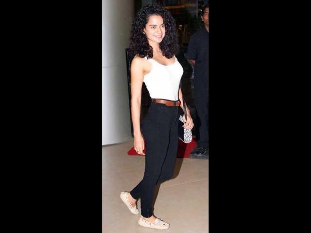 Kangna-Ranaut-makes-a-hot-entry-in-a-ganji-and-high-waist-pants-Photo-Yogen-Shah
