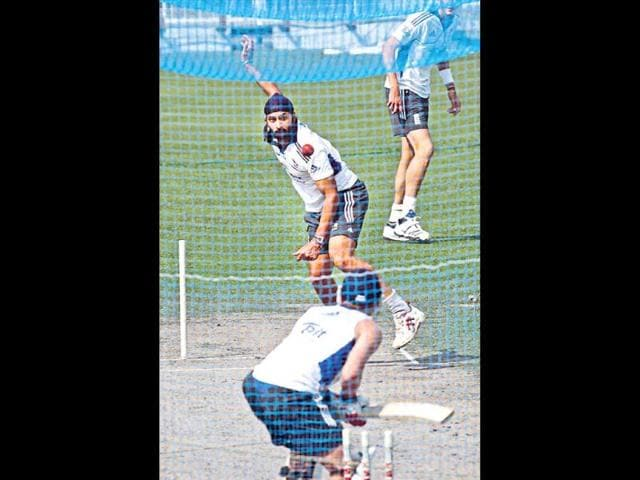 England-have-flown-in-an-extra-spinner-to-share-the-job-at-the-nets-with-Monty-Panesar-Graeme-Swann-and-Samit-Patel-HT-Ashok-Nath-Dey